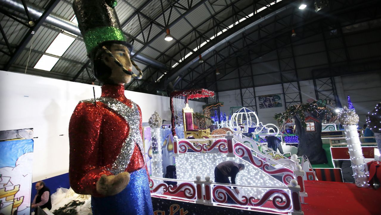 Las carrozas de la cabalgata de Reyes ya están preparadas.
