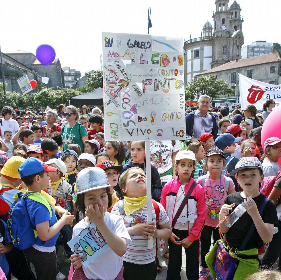 O Correlingua pechou onte un tour polas principales cidades galegas nas que reuniu a centenares de alumnos en actividades en defensa do uso da linga galega.