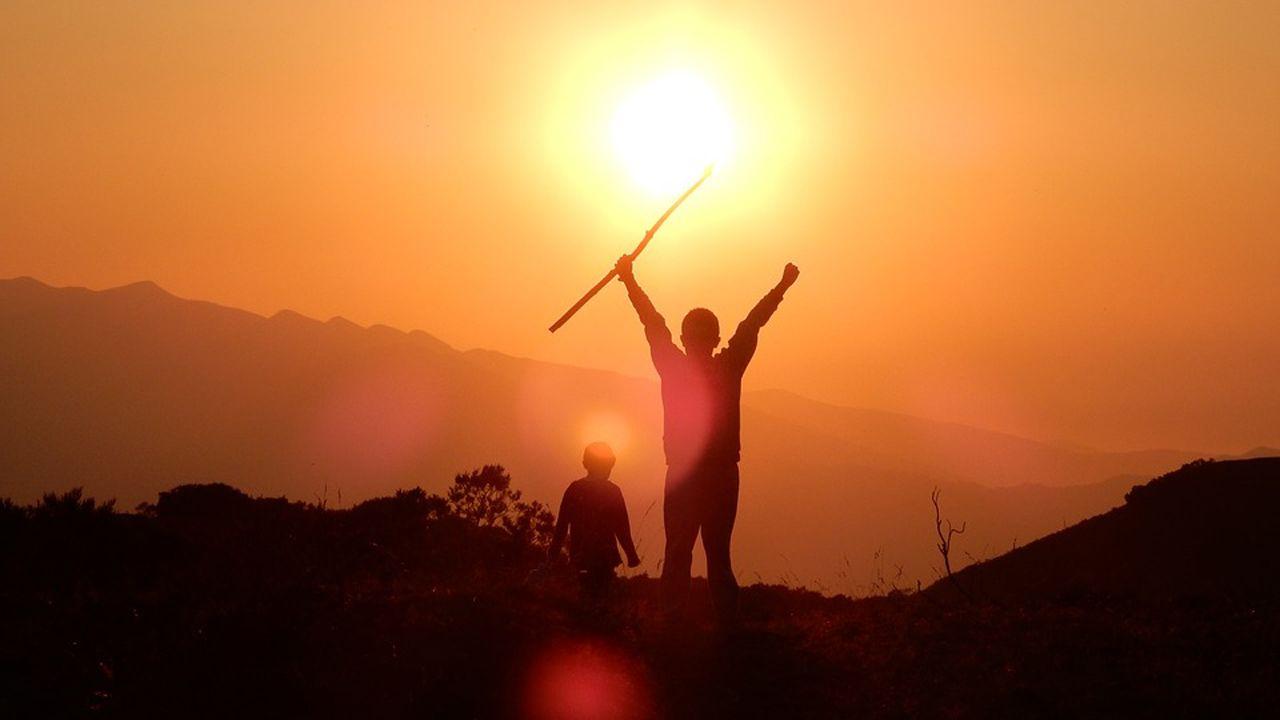 Atardecer noche niños niño montaña puesta de sol