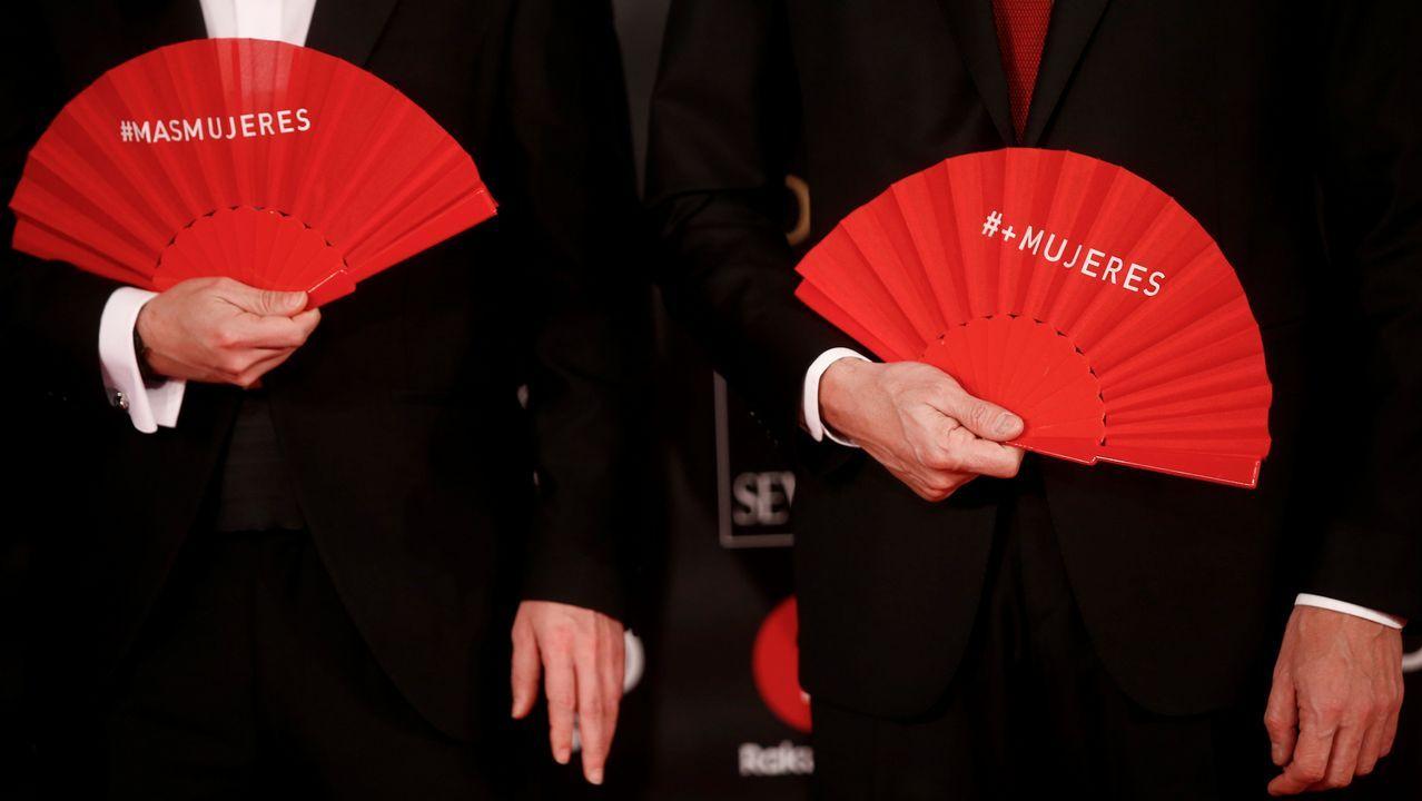 .Pablo Iglesias y Pedro Sánchez, con los abanicos rojos.