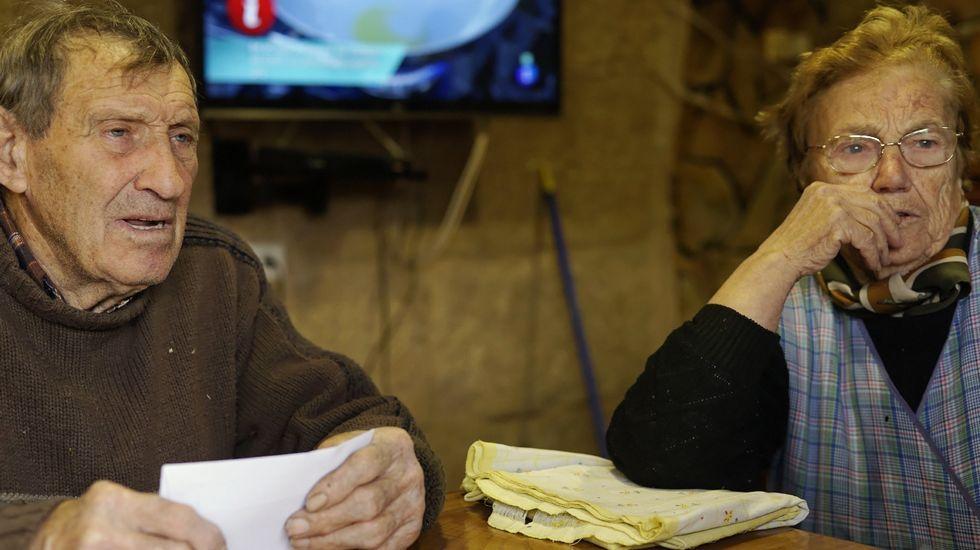 «Cuando anochece, me pongo a temblar».Un operario supervisa los sistemas de una estación en Manzaneda, totalmente congelada