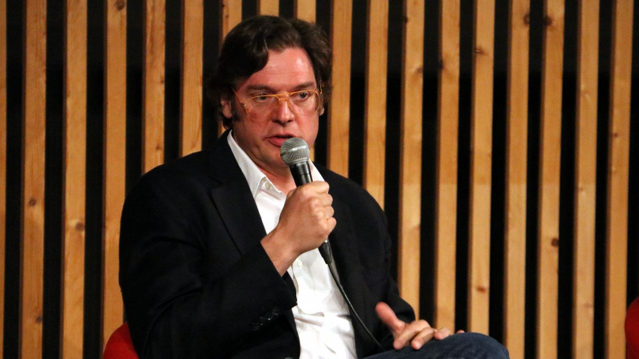 El director del documental «Dos Cataluñas», Álvaro Longoria