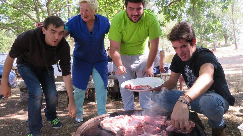 Cocina campestre en la popular romería de Cadeiras, en Sober