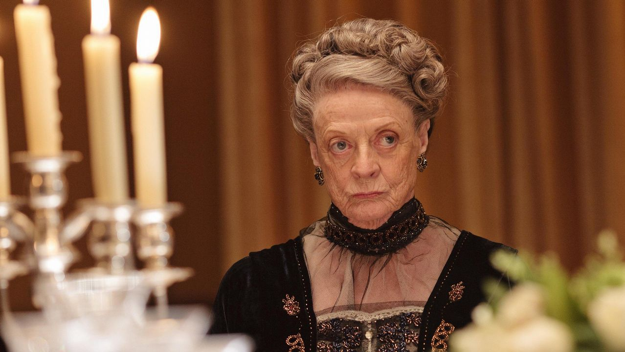 El desfile de Molly Goddard.Maggie Smith, en una escena de «Downton Abbey»