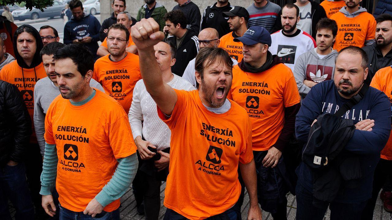 El Peugeot 2008, la nueva estrella de PSA Vigo.Los trabajadores de la planta de A Coruña se encerraron en la Delegación del Gobierno para exigir al Ministerio de Industria que avale la operación
