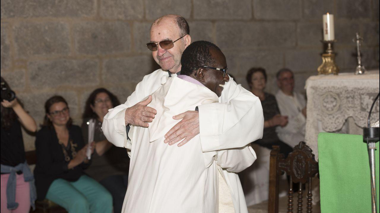 Désiré Kouakou, nuevo párroco en Corcubión: ¡las imágenes!.