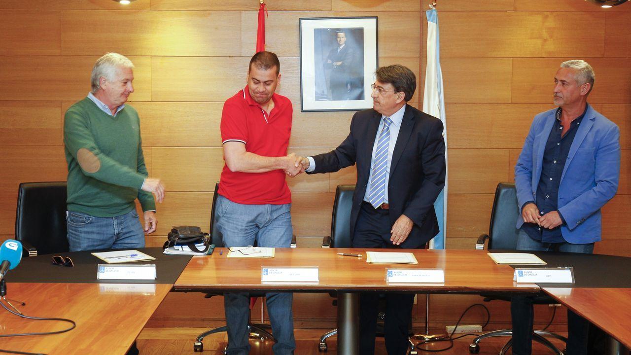 En directo: el presidente de la Xunta visita la zona cero.Firma del acuerdo que pone fin a la huelga