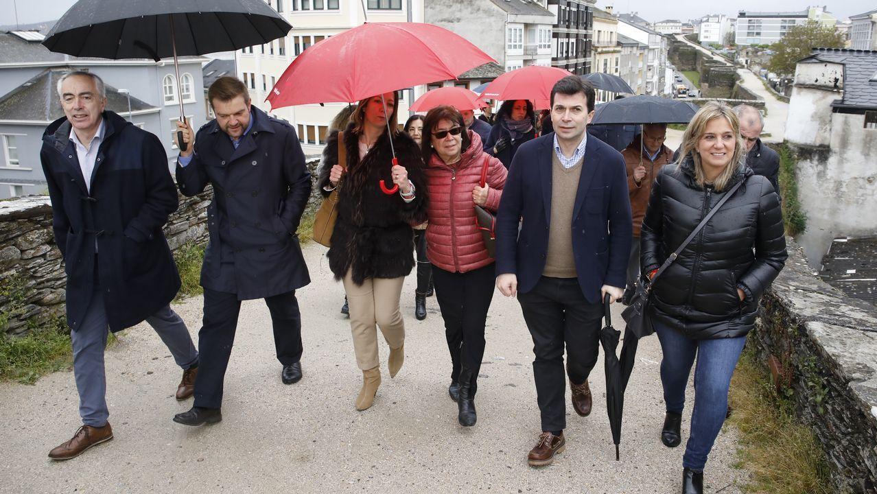 Entrevista a Ignacio Blanco (VOX).Paseo por la muralla de Gonzalo Caballero con Cristina Narbona y la candidata del Lugo al congreso Ana Prieto y la alcaldesa, Lara Méndez