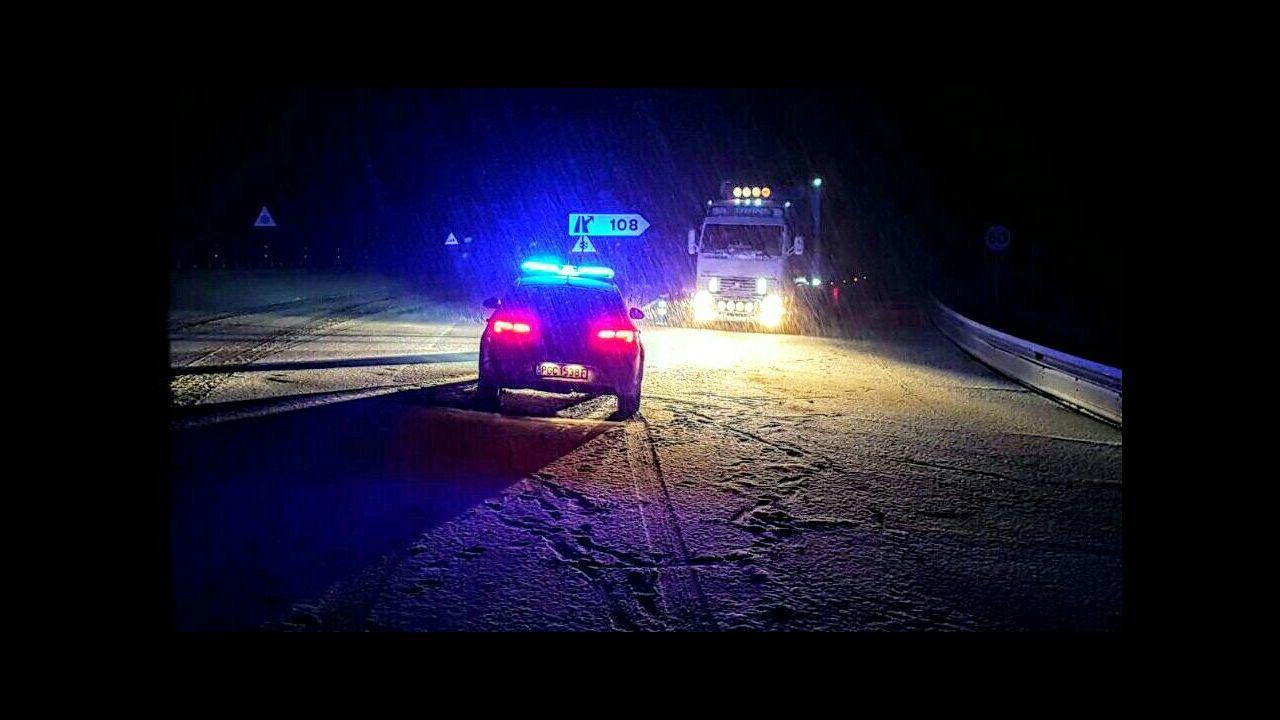 Accidente de tráfico múltiple en la AG-53, en el tramo Piñor - O Carballiño, a causa del granizo en la calzada.