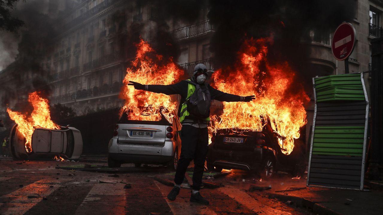 Más de cien detenidos en París en unos disturbios de una «violencia inaudita»