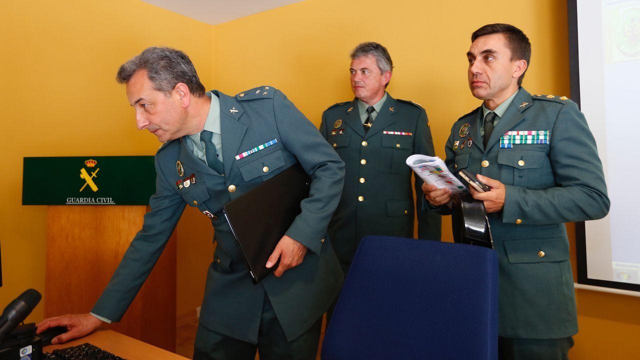 La Guardia Civil avanza las primeras impresiones sobre el accidente de Redondela.Peregrina caminando en una foto de archivo