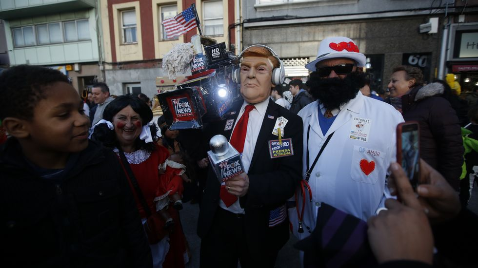 Carnaval en la Torre.Manifestación polo ensino convocada por la Plataforma Galega en Defensa do Ensino Público na Coruña