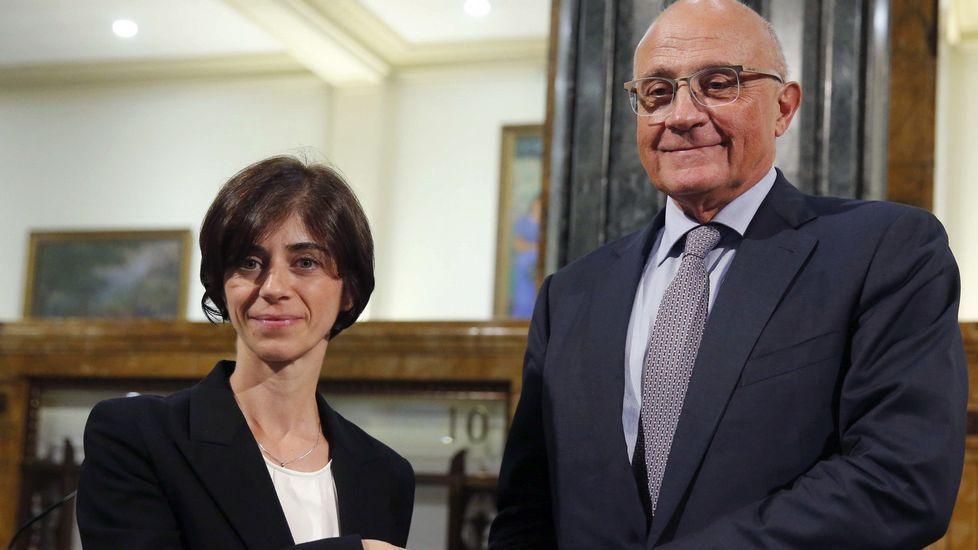 Miquel Molínsexplica «Estancias», muestra de la colección Banco Sabadell en Oviedo.Josep Oliu, presidente del Sabadell e Iriberri