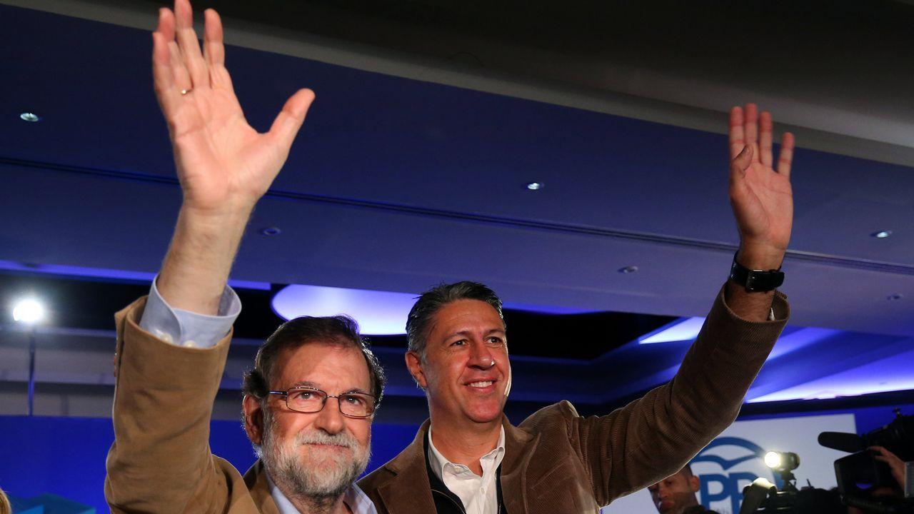 Feijoo llama a frenar el giro a la derecha de Casado y a «ensanchar» las bases del PP.Rajoy y Albiol en Barcelona