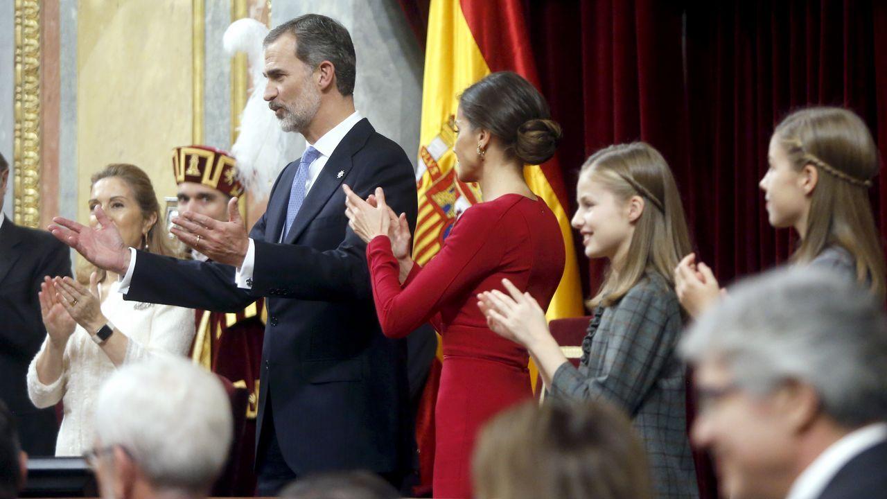 Todas lasimágenes de los actos del Día de la Constitución.Año 2006: La famila al completo: Los Reyes, los Príncipes de Asturias con la Infanta Leonor, los duques de Lugo con sus hijos y los duques de Palma con los suyos