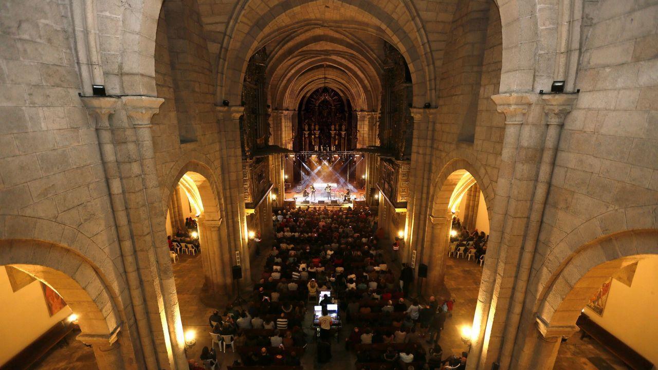 Interior de la Catedral de Mondoñedo durante un concierto de Susana Seivane