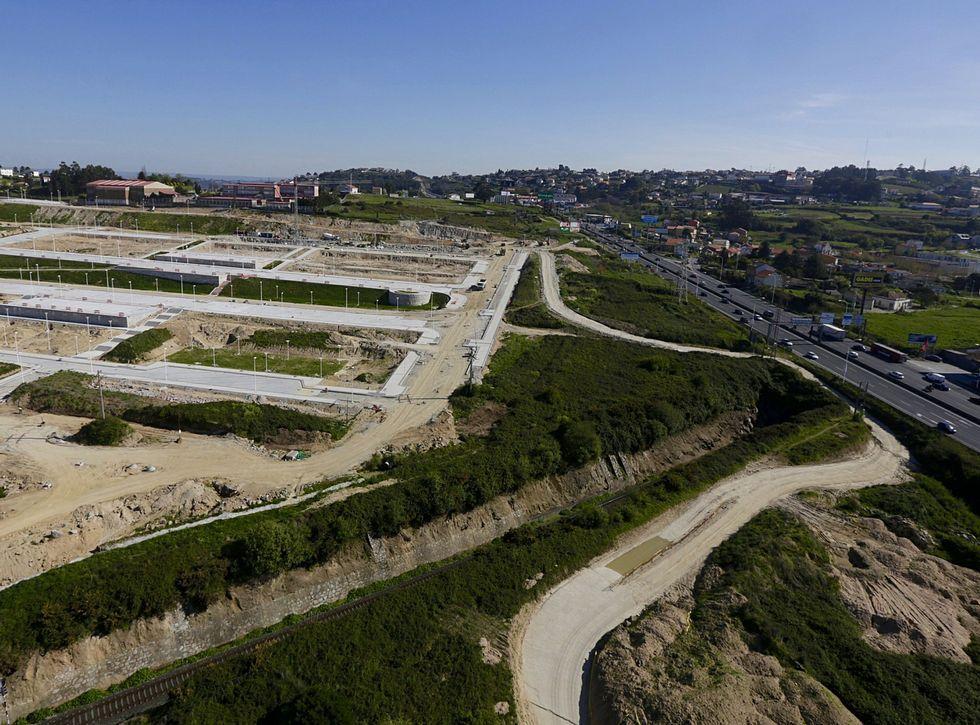 La Ciudad de la Cultura, un complejo cubierto de obras.Vista del ofimático con las obras de urbanización ya avanzadas.