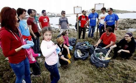 El Club A Limosa y Coge 3 hicieron otra recogida de residuos.