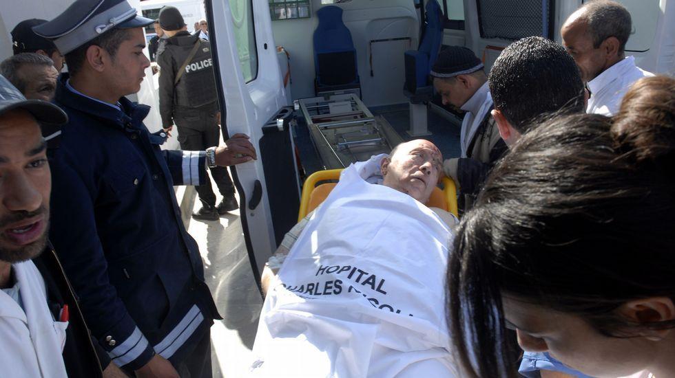 Disturbios en Gràcia.Uno de los heridos, en el momento de llegar al Hospital Charles Nicole para ser atendido