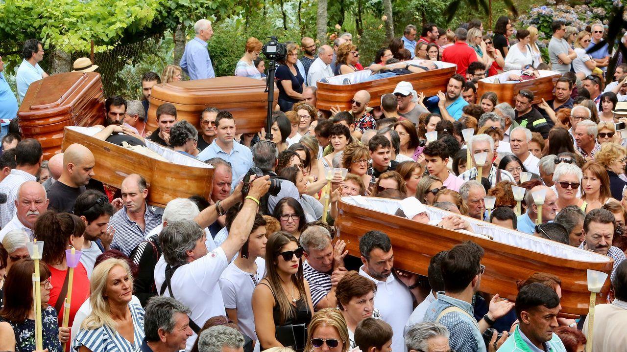 Así se vivió la «romería de los muertos» de Santa Marta de Ribarteme.Bufones de Pría