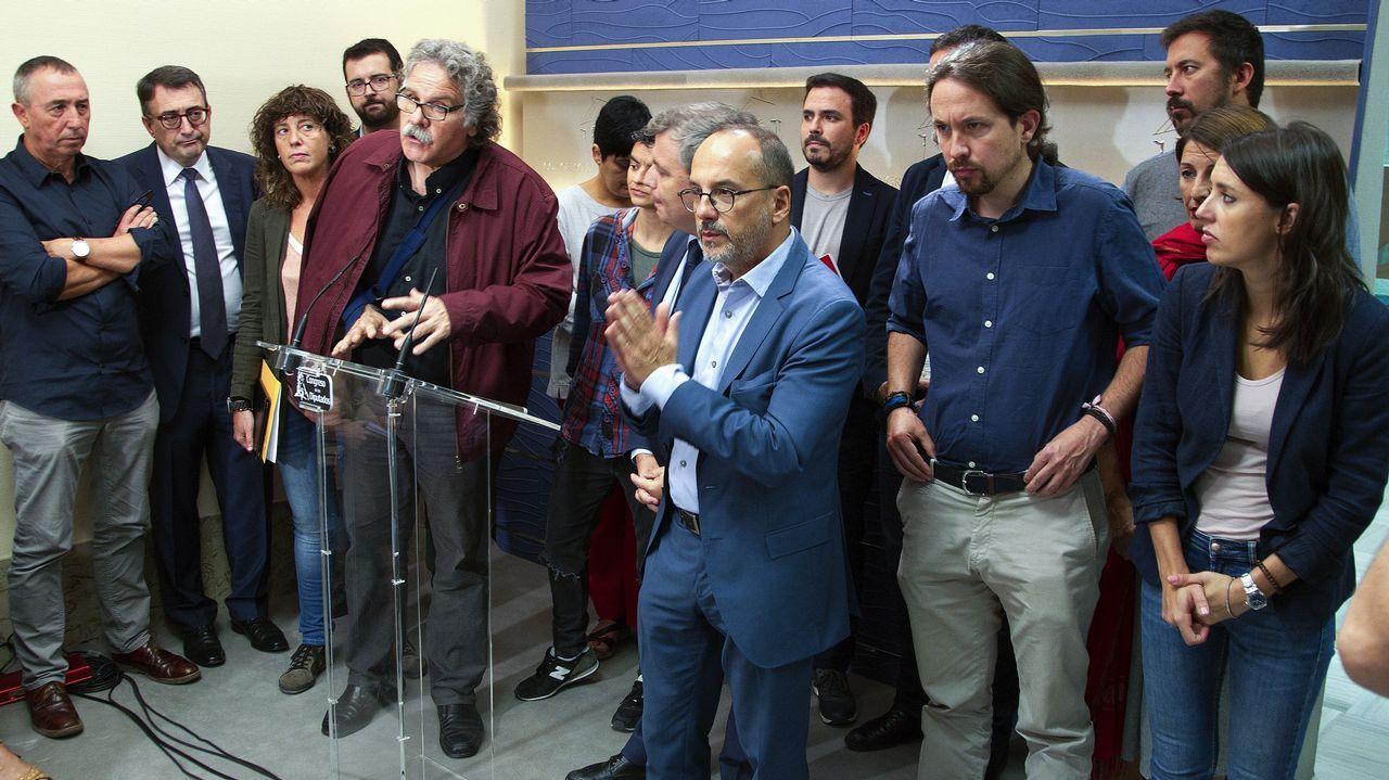 Nacionalistas y Podemos, unidos. Parlamentarios de ERC, PDeCAT, En Comú, En Marea, PNV, Compromis, Bildu y Podemos se unieron para denunciar en el Congreso, el «estado de alarma» que a su juicio se vive en Cataluña y para reclamar la liberación de los detenidos