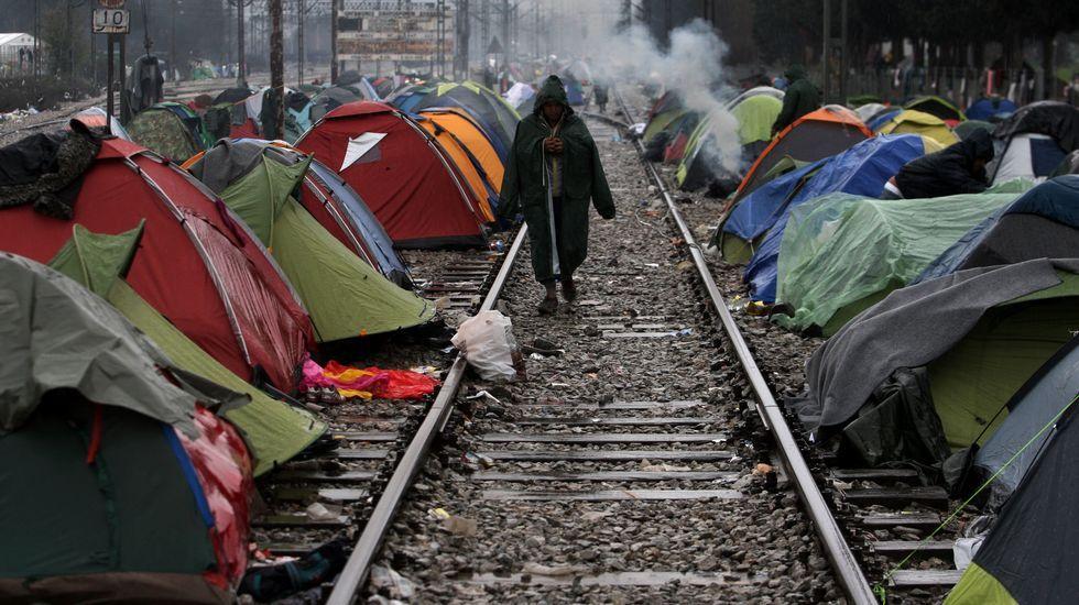 El presidente de la Comisión Europea planta a Puigdemont.España se sumó a la precaución de Italia por el desplazamiento a Libia de las rutas de entrada de migrantes a Europa.