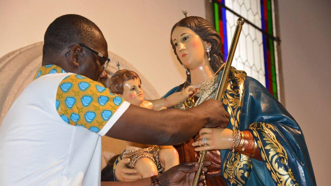 .Preparación de la Virgen en los días previos a la novena