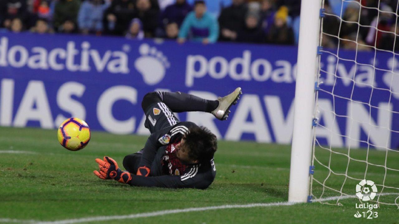 Cristian Alvarez Alanis penalti Zaragoza Real Oviedo La Romareda.Cristian Álvarez detiene el penalti de Alanís