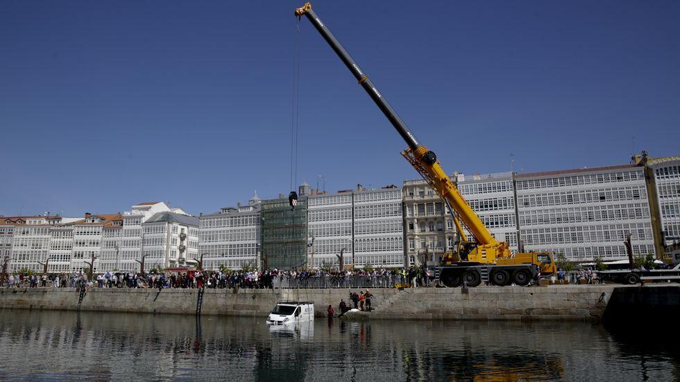 Comienzan los trabajos de derribo de la nave de La Toja en A Coruña