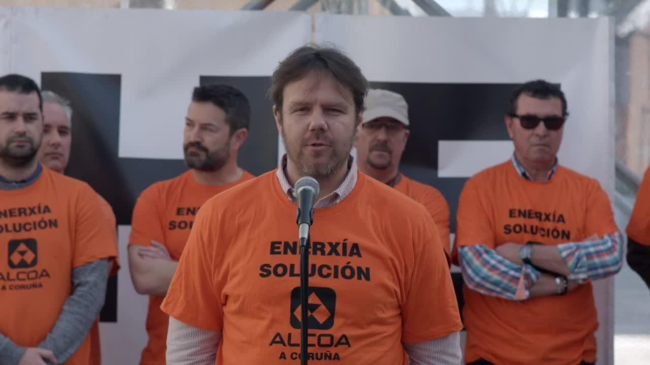 La primavera colorea Galicia.rabajadores de Alcoa concentrados en la plaza de España de la Avilés, para pedir la intervención del Estado en las fábricas de Alcoa local y de A Coruña