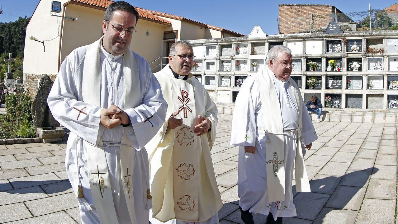 homenaxe a marcelino sanchez, polos 25 anos de cura.  en la iglesia de Lampon