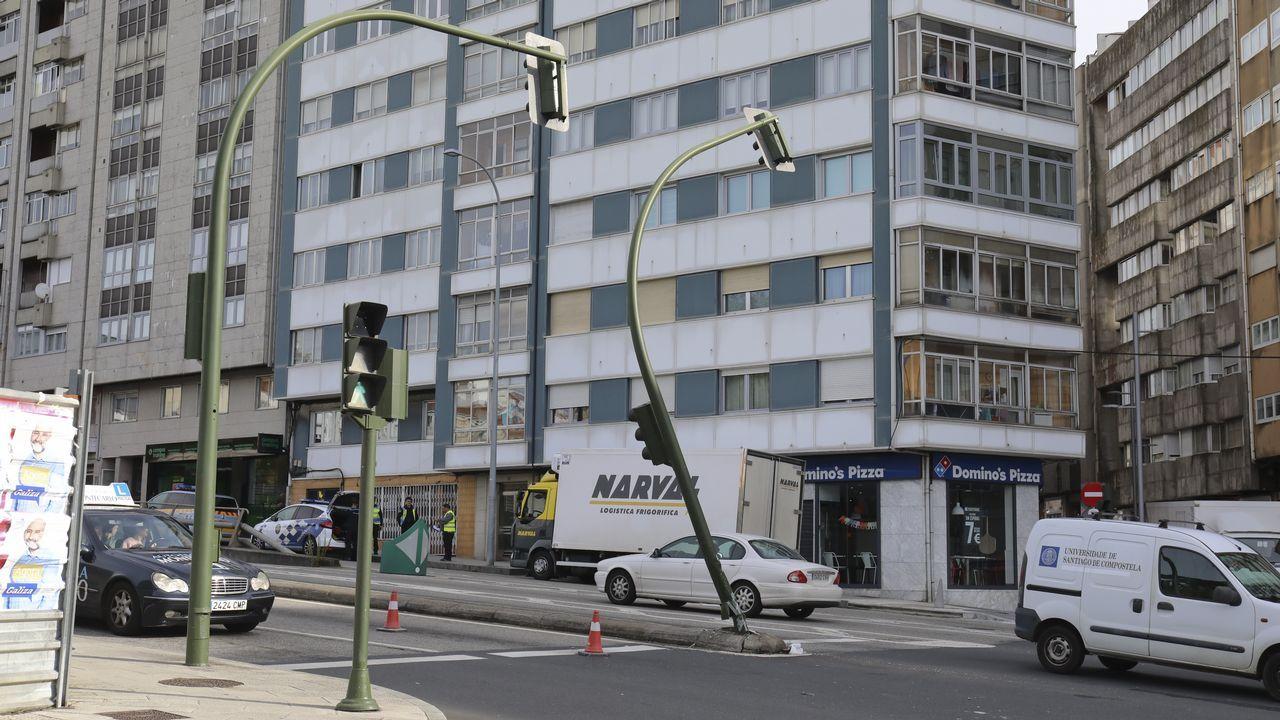 Incendio en la fábrica de Rioglass.El coche de Apple Maps se pasea por Oviedo