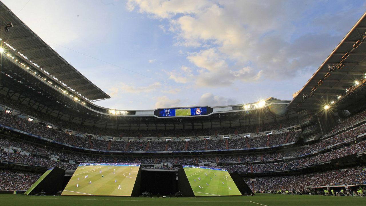 ¿Pagarías 15 millones para ver a Lucas de blanquiazul?.Michu durante su presentación como jugador del Real Oviedo