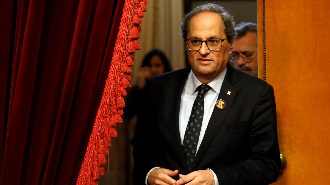 Pedro Sánchez, aplaudido por Carmen Calvo tras intervenir en el Senado, respondió a quienes exigen la ilegalización de fuerzas secesionistas que «los problemas se solucionan, no se prohíben»