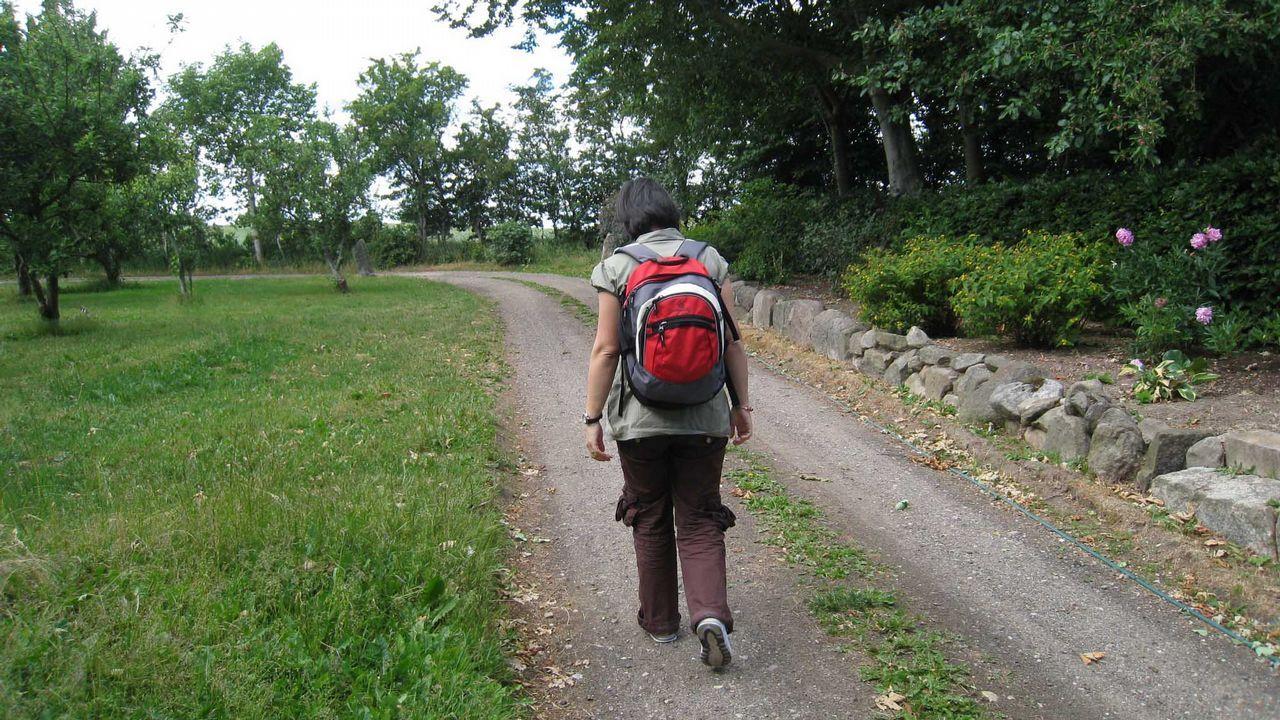 Peregrina caminando en una foto de archivo