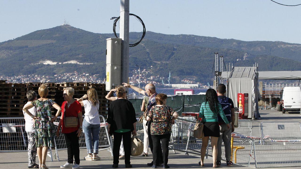 Decenas de personas visitan la zona en una nueva muestra de turismo catástrofe