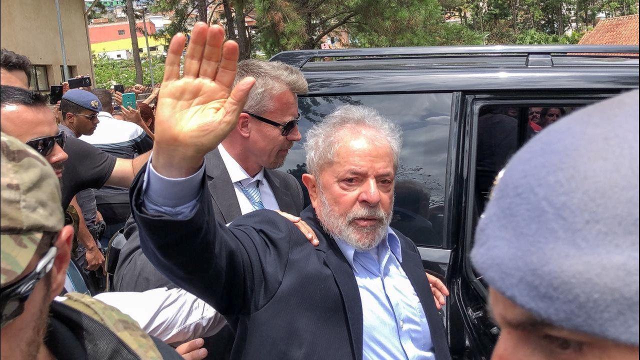 La polémica proyección de los papeles de Bárcenas.Lula pudo salir de prisión en marzo para asitir al funeral de su nieto Arthur de 7 años