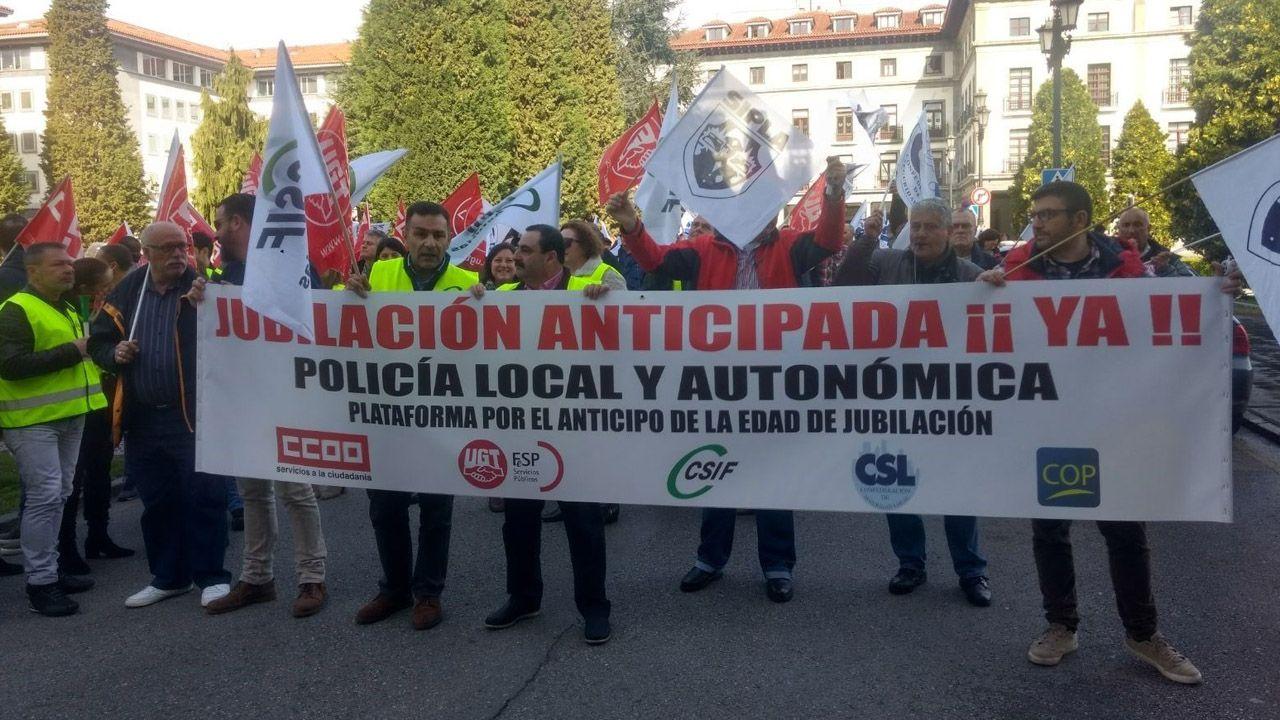 Mercado ganadero de Pola de Siero.Manifestación en Oviedo de policías locales
