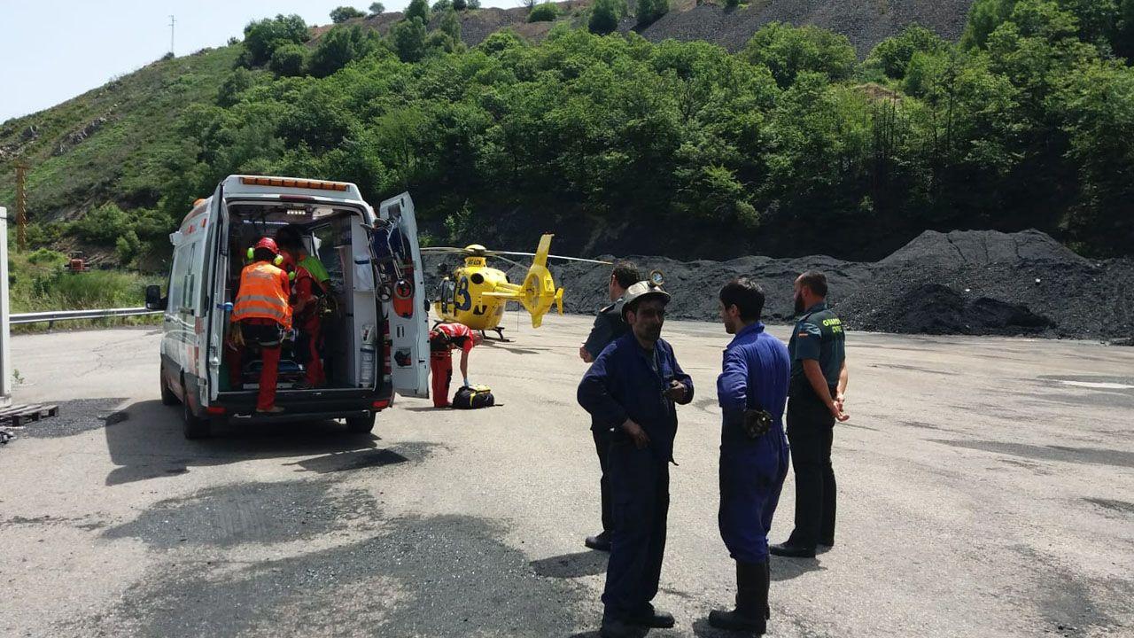 Evacúan a un minero herido en Tineo