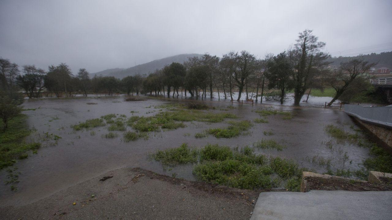 Intensa lluvia y fuertes rachas de viento en toda la Costa da Morte.Seminario de Oviedo