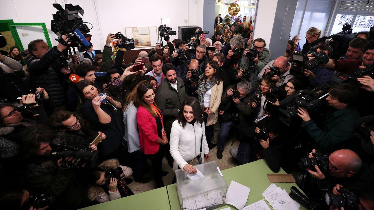 La candidata de Ciudadanos, Inés Arrimadas, votó en un colegio de Barcelona.
