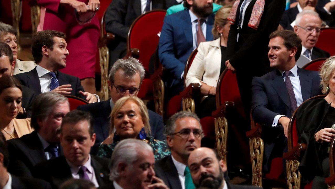 Rubén Rosón se dirige a Agustín Iglesias Caunedo, al término de un pleno de Oviedo.Casado y Rivera en la entrega de los premios Príncipe de Asturias, el pasado 19 en Oviedo