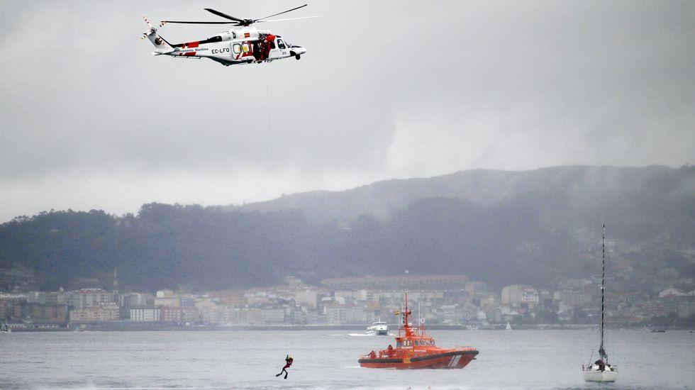 «Estaba boca abaixo, golpeado e cos pulmóns encharcados».Simulacro en el puerto de Vigo