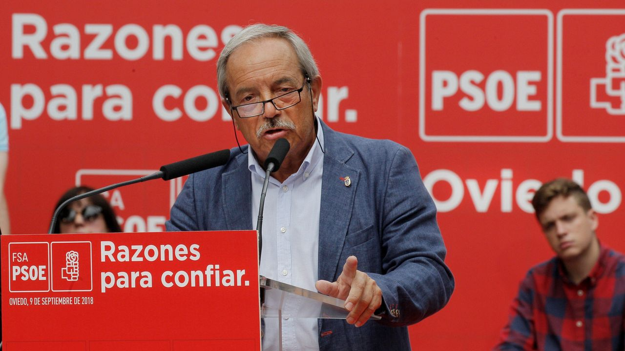 .El alcalde de Oviedo, el socialista Wenceslao López, ha anunciado hoy su intención de optar a la reelección en las próximas elecciones municipales por su 'amor a Oviedo y al socialismo'