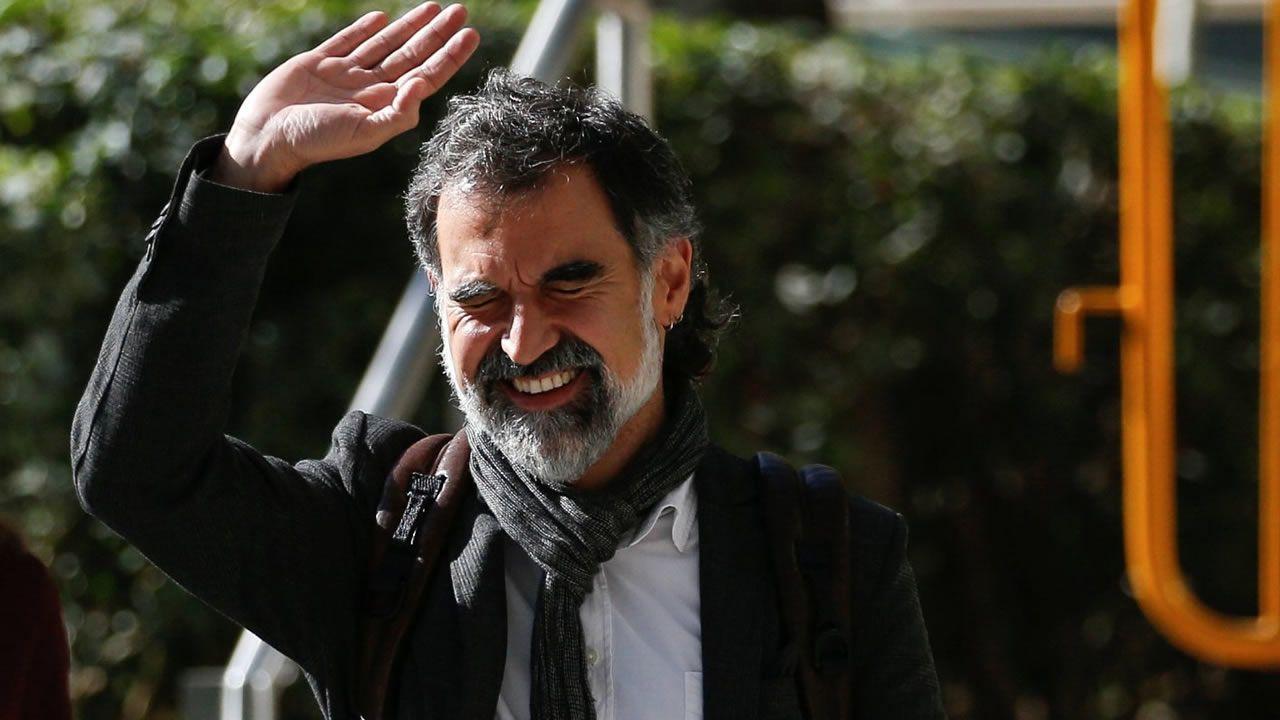 Junqueras se defiende ante el juez y asegura ser un «hombre de paz».Puigdemont y Junqueras, en una imagen de archivo