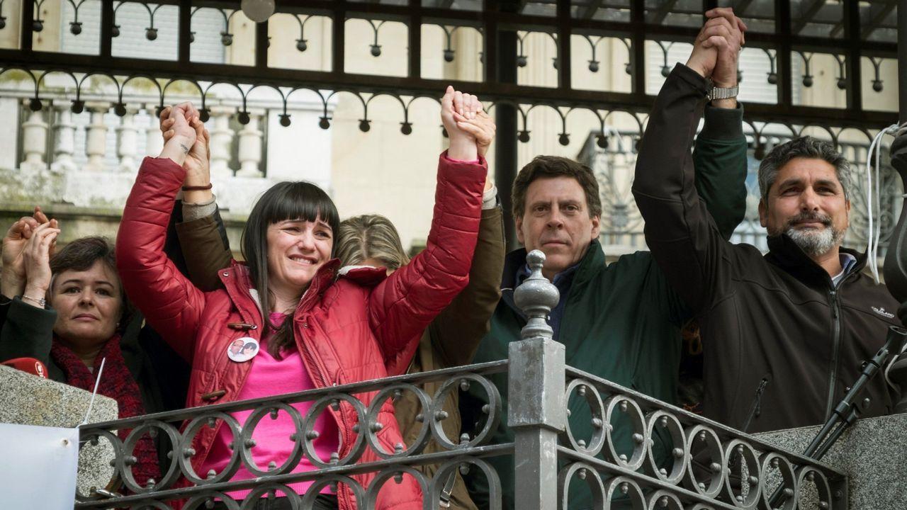 | EFE.Ruth Ortiz, madre de Ruth y José, primera por la izquierda, junto a otras victimas en la concentración de Huelva