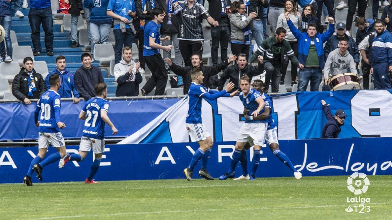 gol Carlos Hernandez Ibra Javi Hernandez Tejera Viti Real Oviedo Numancia Carlos Tartiere.Los futbolistas del Real Oviedo celebran el gol de Carlos Hernández