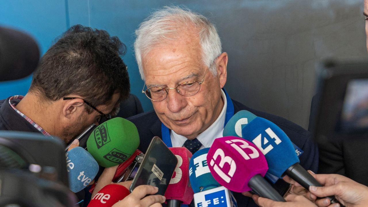 El abogado de Puigdemont, Gonzalo Boye, tuvo que presentar su documentación en el registro como le ordenó una funcionaria de la Junta Electoral.Los diputados de JxSí y la CUP -sin los del PSC, PP y Cs, que se ausentaron- en el pleno que aprobó en octubre del 2017 una resolución que declaraba a Cataluña un «Estado independiente»