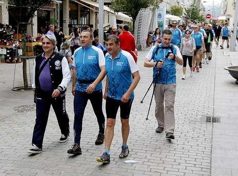 Dieste acompañó a los participantes por el centro de la villa.