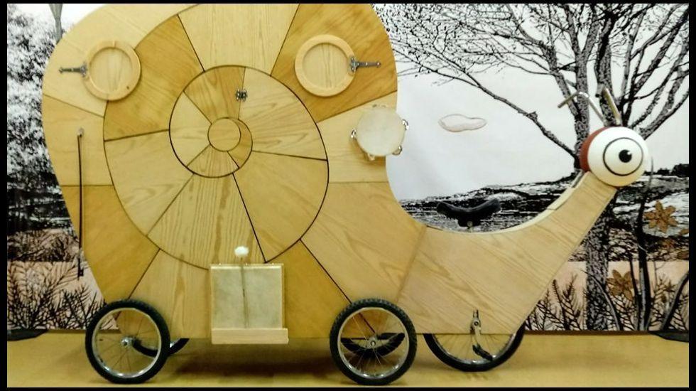 Escenografía da obra «Os romeiros do caracol», da compañía de títeres Fantoches Baj